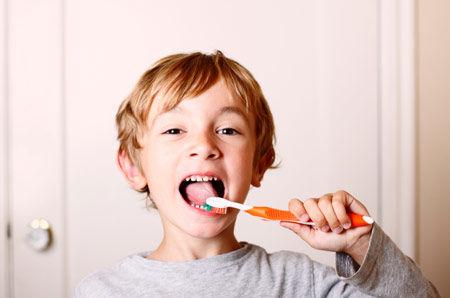 小孩刷牙的圖片搜尋結果